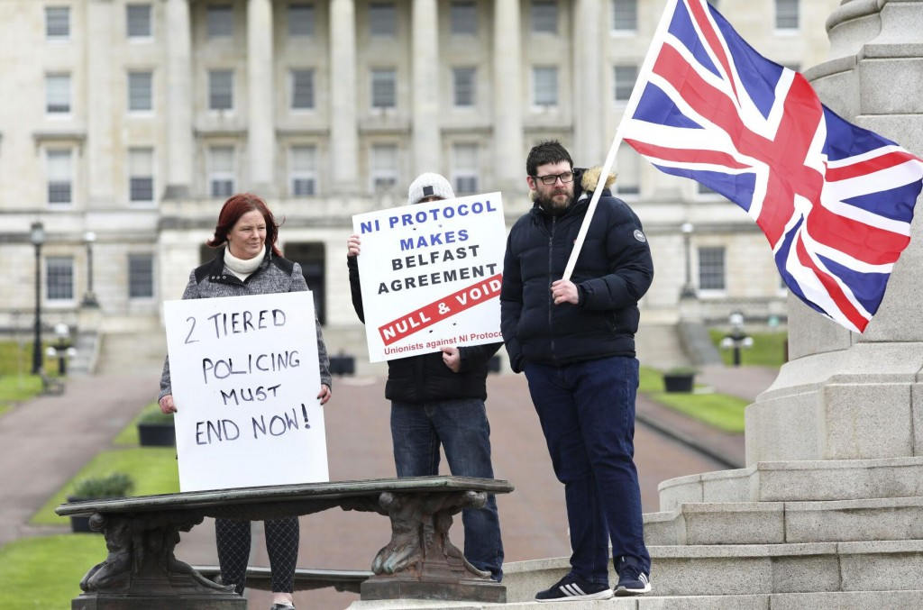 N Ireland Leaders Call For Calm After Violence Escalates