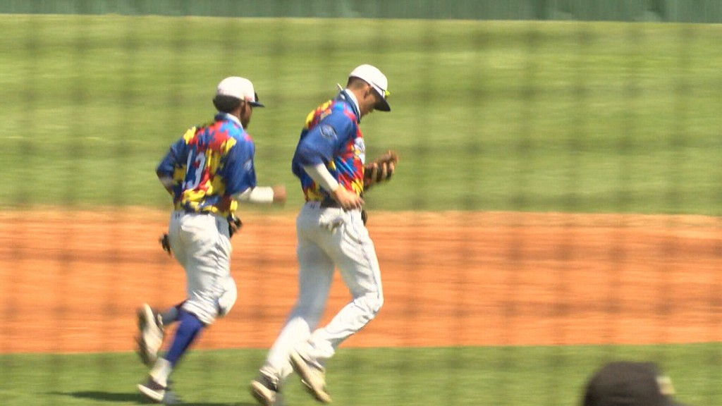 #5 Crowder Sweeps Doubleheader Against St. Louis