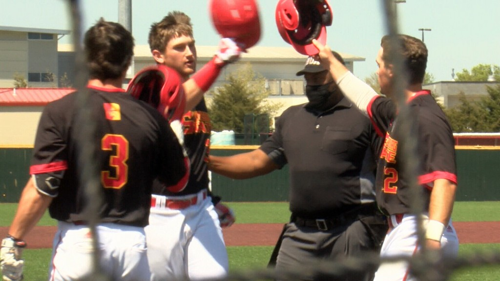 Pittsburg State Gets By #19 Missouri Southern, Sweeps Rivalry Series