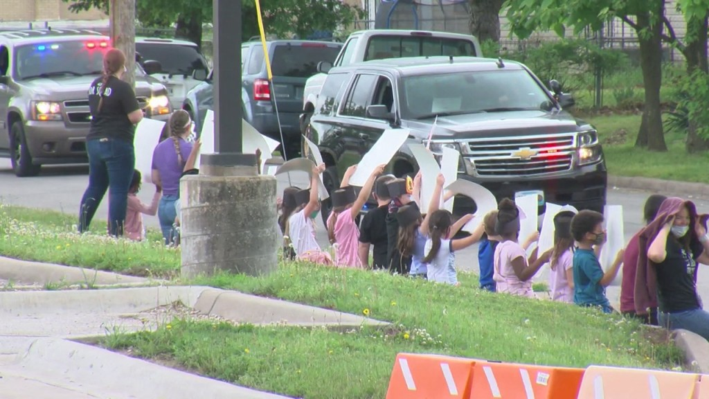 Joplin Elementary Students Show Support For First Responders