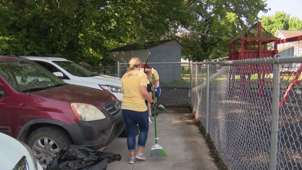 """More Than 250 Volunteers In Pittsburg And Joplin Take Part In The United Way's Annual """"day Of Action""""."""