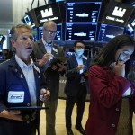 Stocks Turn Mixed As Investors Review Earnings, Await Fed