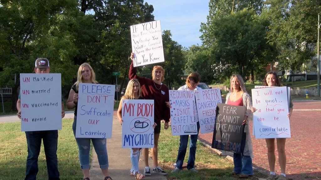Fort Scott Students And Parents Protest A School Mask Mandate