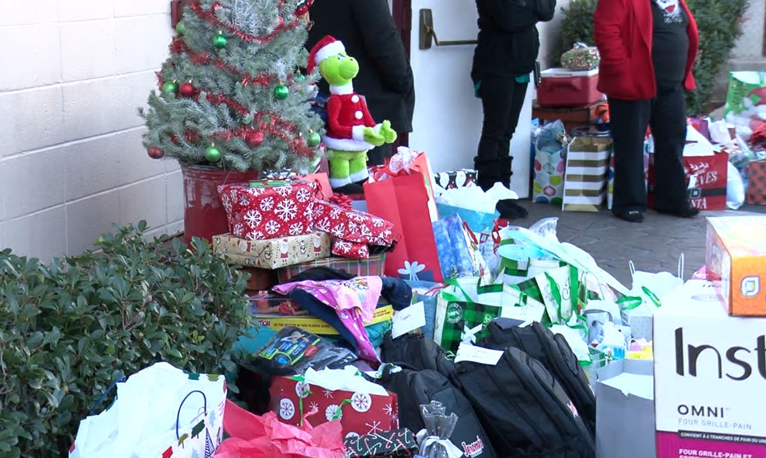 Breaking And Entering Christmas 2020 Breaking and Entering Christmas helps families in need during the
