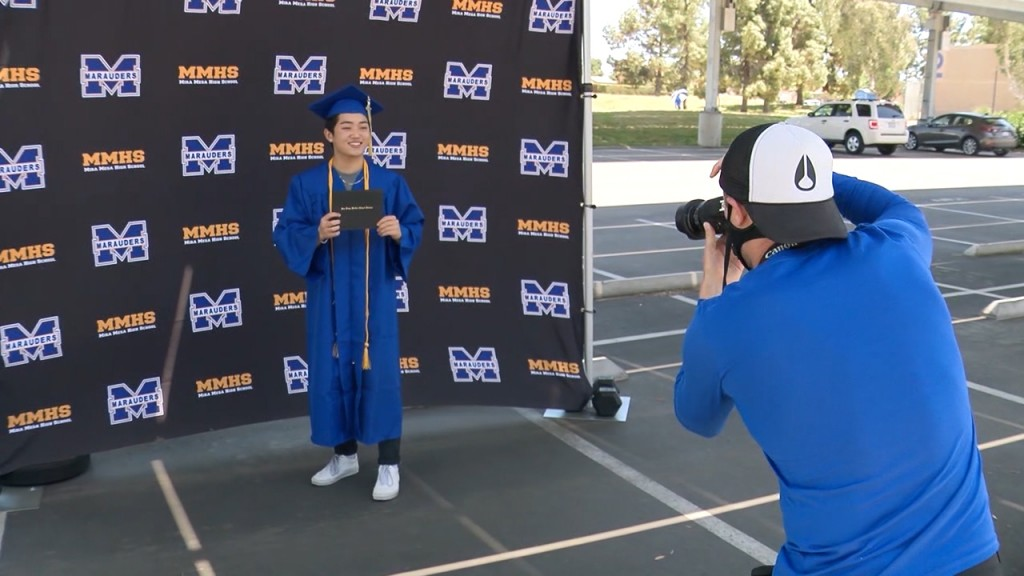 Mira Mesa Grad Step And Repeat Sot Kusi8413 146.mxf.00 00 19 32.still001