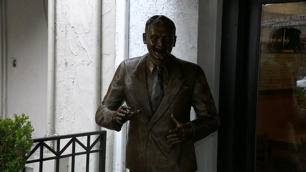 Frankie Laine Statue