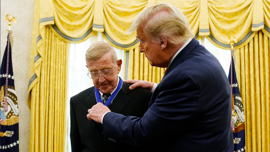 Trump Awards Lou Holtz Medal Of Freedom