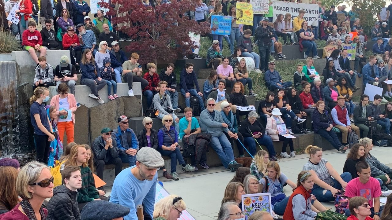 Governor Jay Inslee joins Spokane youth during climate strike