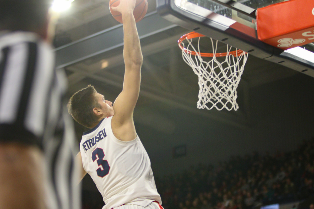 Filip Petrusev helps the Zags beat Pacific