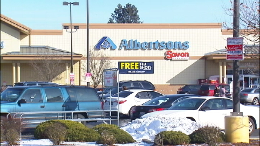 No suspect, no motive known yet in Albertsons stabbing