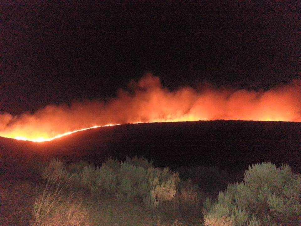 Wildfire destroys structures, burns 2,100 acres near Quincy