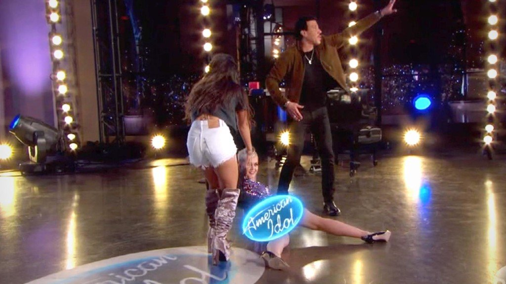 Katy Perry accidentally flashes fellow American Idol judges