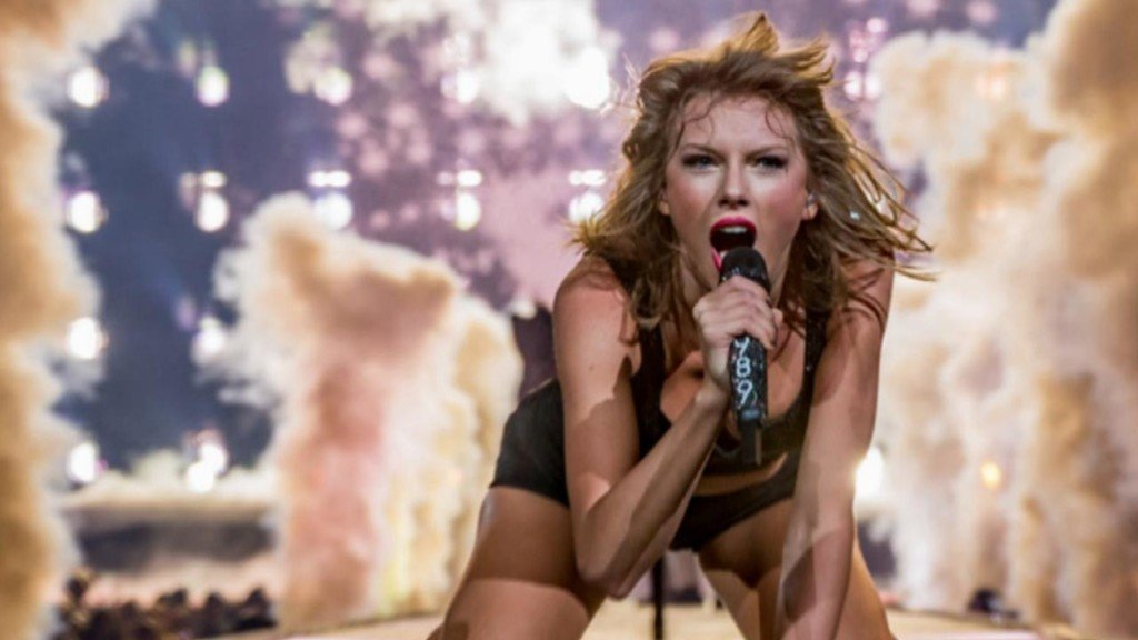 Taylor Swift returns to where she was discovered with surprise Nashville show