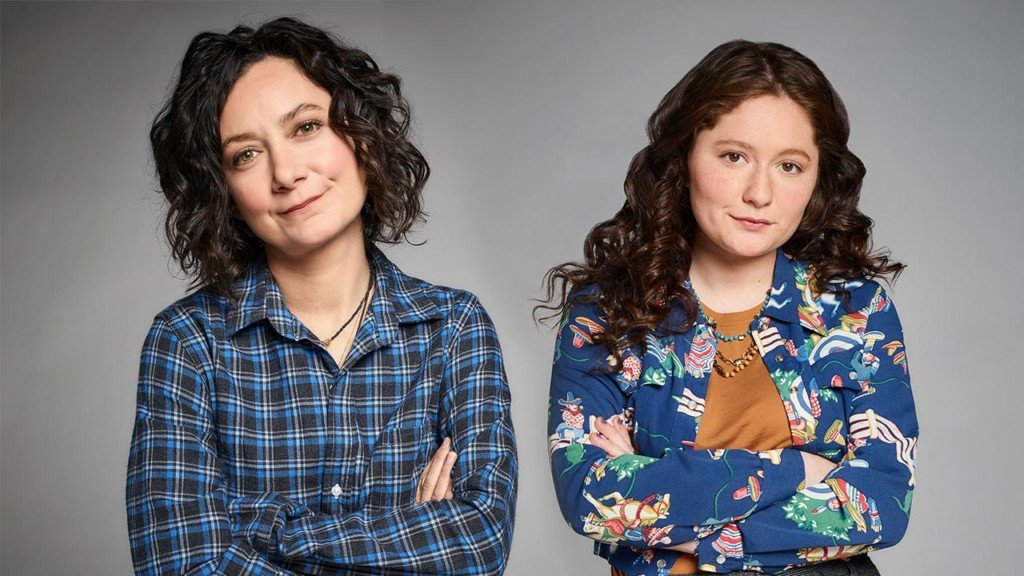 'Roseanne' star on her uncanny resemblance to TV mom Sara Gilbert