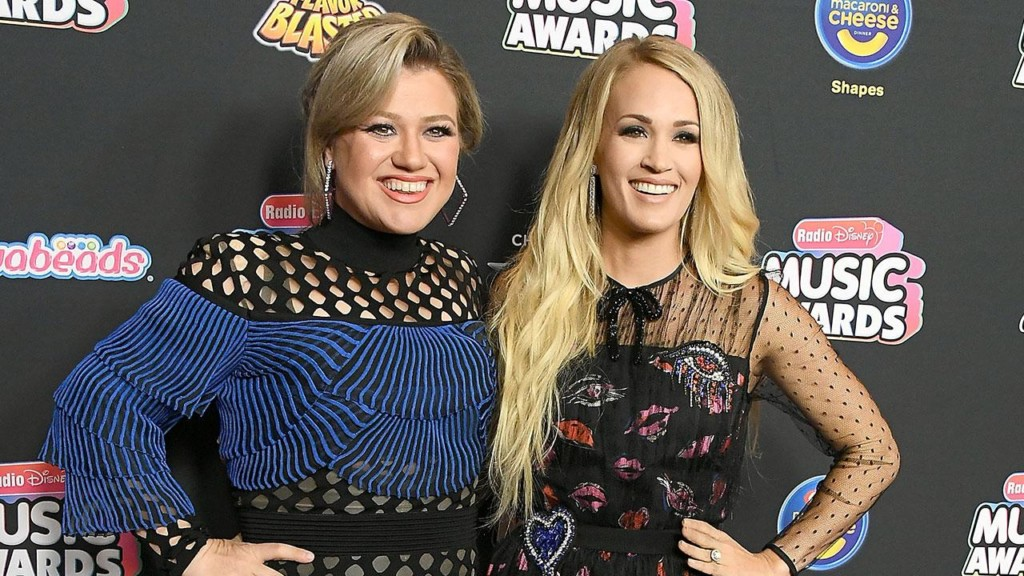 Kelly Clarkson shuts down feud rumors with Carrie Underwood