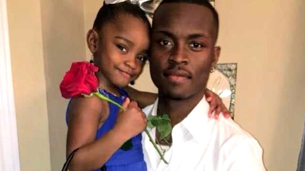 Dad takes 3-year-old daughter on a date to teach her about respect