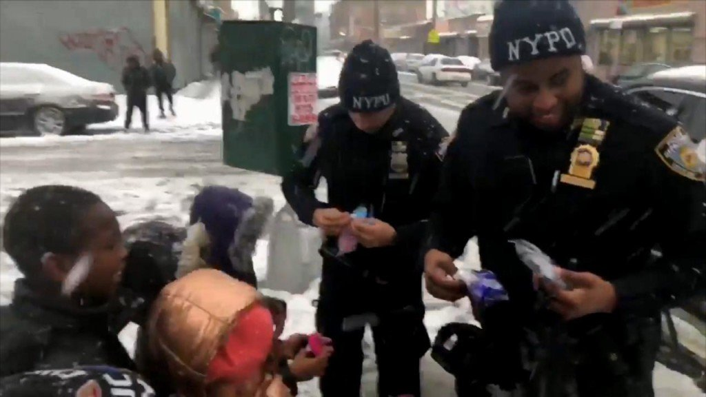 Cops buy gloves for kids after losing snowball fight
