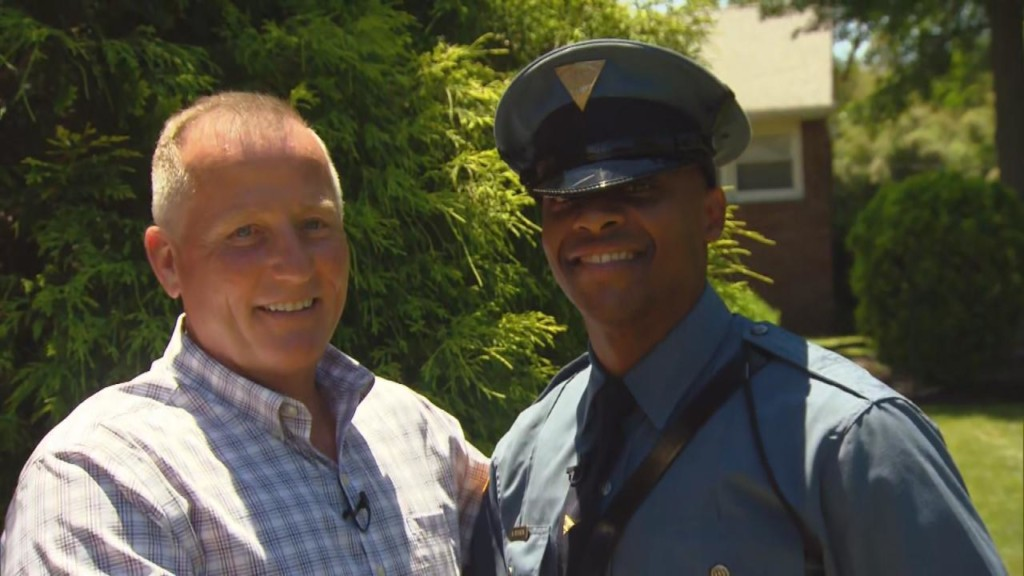 Cop reunites with Trooper he delivered 27 years a