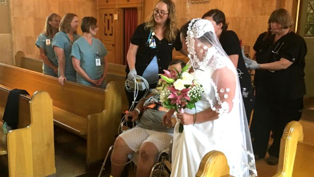 Bride plans Missouri hospital wedding so dying father could attend