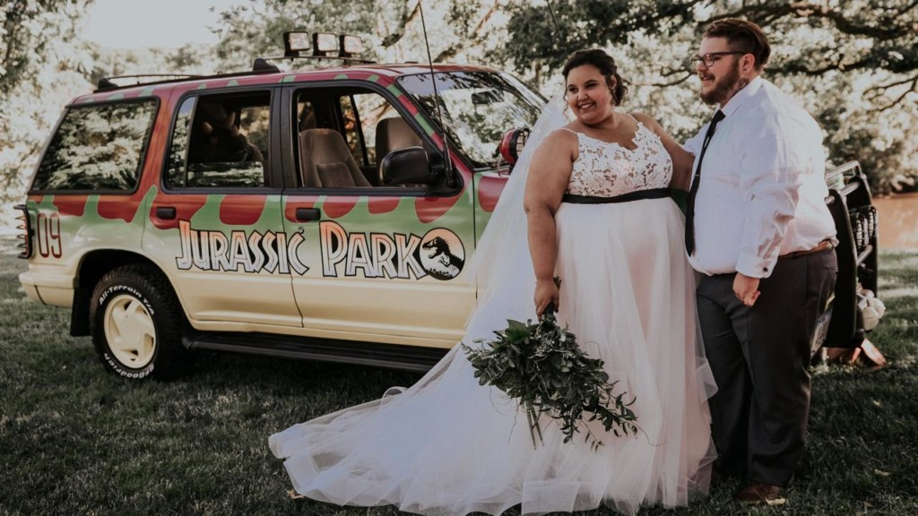 Bride and groom has 'Jurassic Park' themed wedding in Wisconsin
