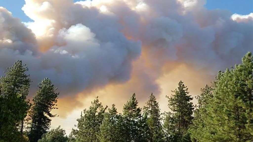 Boyd's Fire burns three homes, threatens 120 more near Kettle Falls
