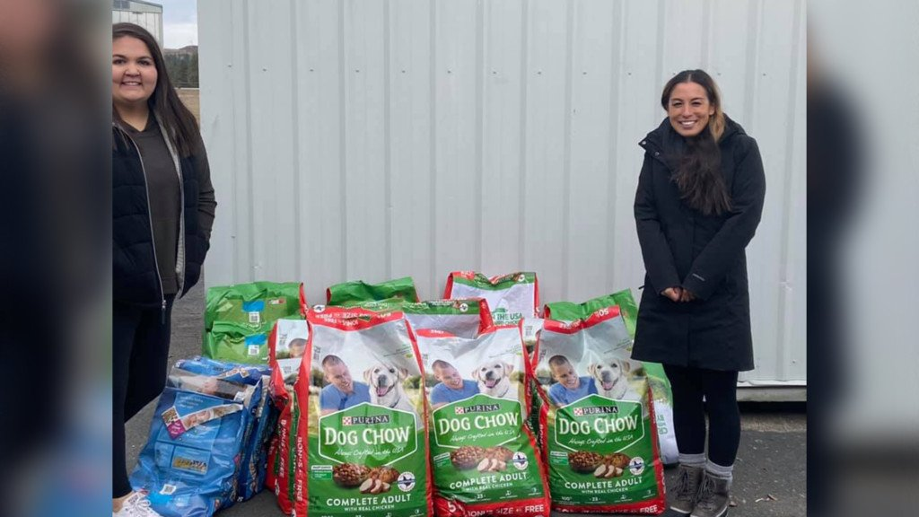 The Budget Mom donates money, 750 pounds of dog food to Spokane Humane Society