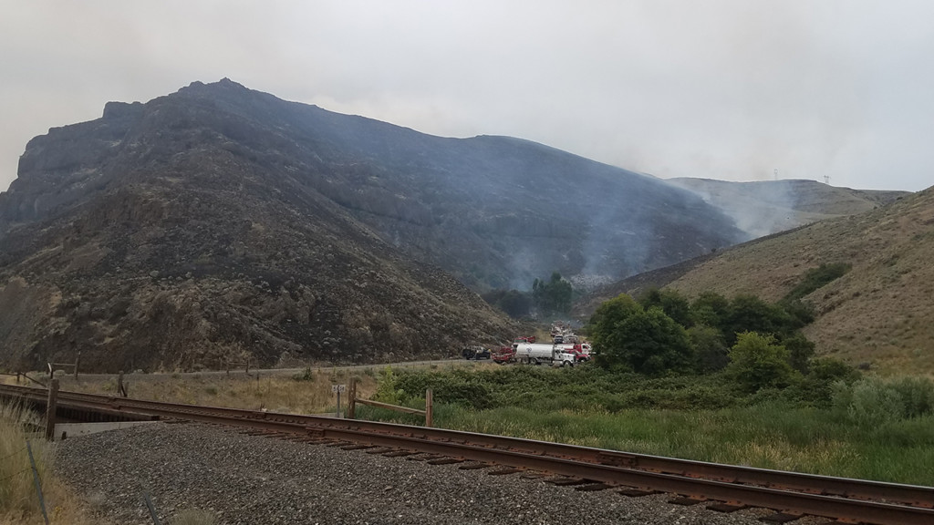 Volunteers battling canyon fire along lower Snake River