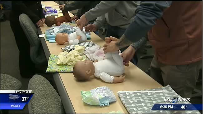 Class helps Airmen report for daddy duty