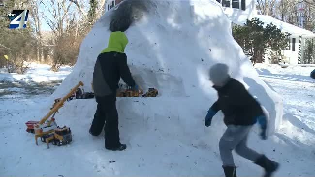 Connecticut man makes special igloo