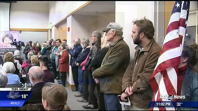 Constituents Town Hall packs downtown library