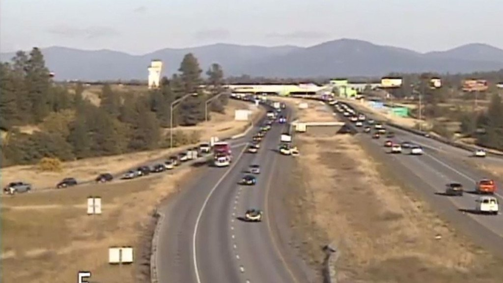 All lanes of I-90 re-open following multiple car crashes near Stateline