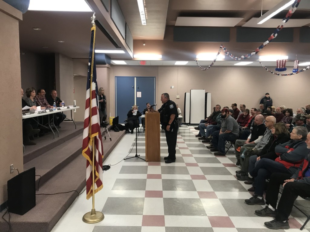 Republic PD Chief meets with city council over non-enforcement of I-1639