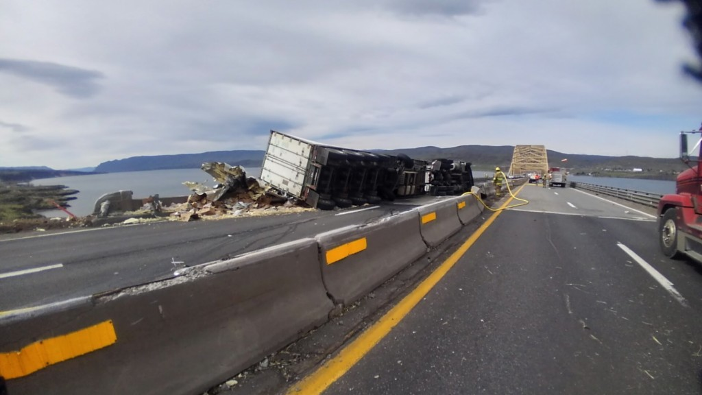 I-90 over Vantage Bridge reopens after semi crash on Wednesday morning