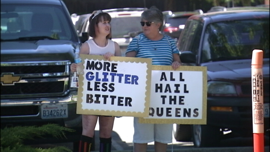 Hundreds turn out to support, protest Drag Queen Story Hour at the South Hill public library