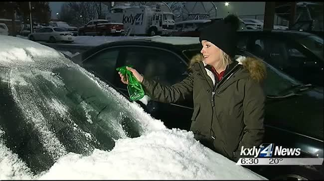 Easy solution to de-ice your windshield