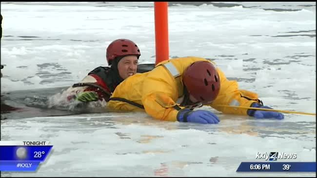 Fire dept. holds ice rescue training on Liberty Lake
