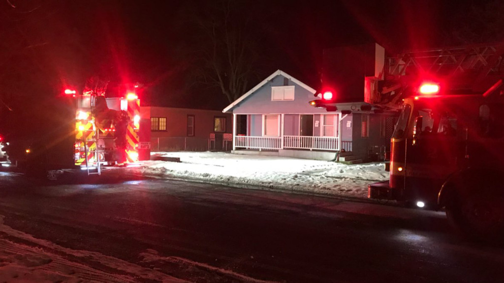 Residents escape apartment during kitchen fire