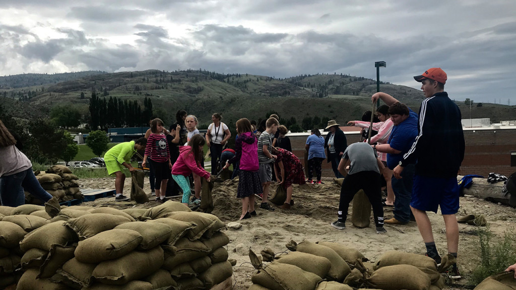 Tonasket students help with flood relief