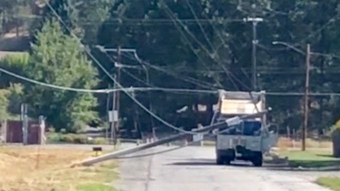 Garbage truck runs into power lines along Thorpe Rd in Spokane Valley