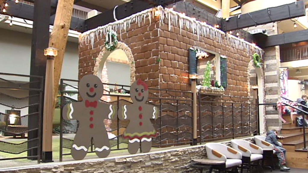 Red Lion Hotel Builds Giant Gingerbread House Kxly