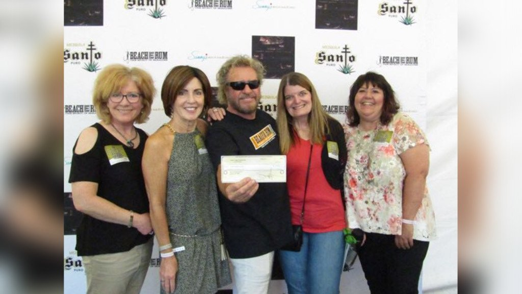 Sammy Hagar gifts $2,500 check to Second Harvest before live show