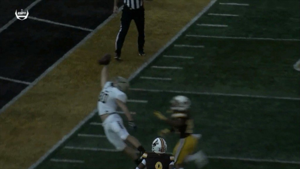 Smith's 2 TDs help Wyoming beat Idaho 21-16