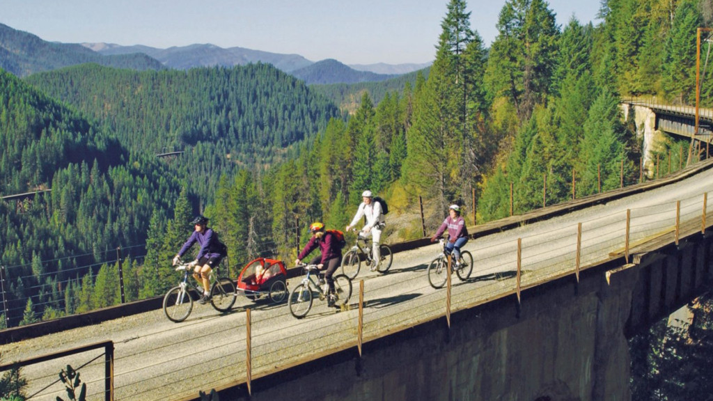 CDA and Winthrop nationally ranked for 'Best Small Towns to Explore this Autumn'