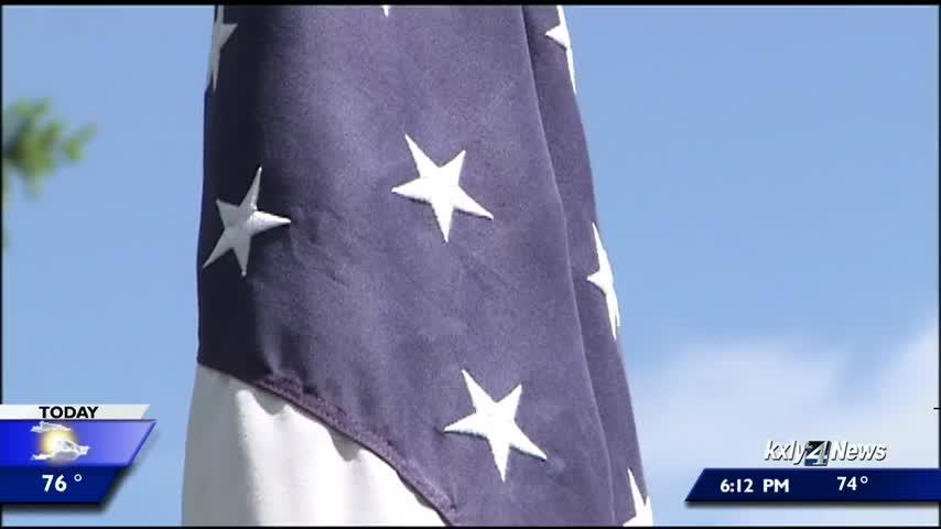 Hundreds attend Memorial Day service at Fairmount Memorial Park