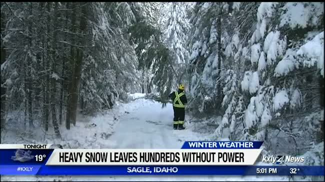 Heavy snow leaves hundreds without power