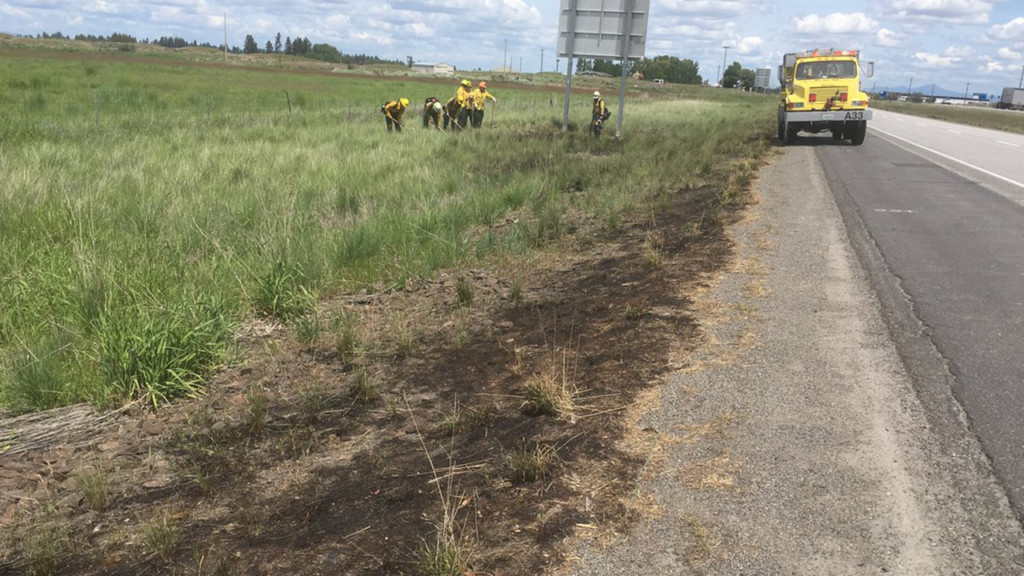 Brush fire temporarily closes one lane of I-90