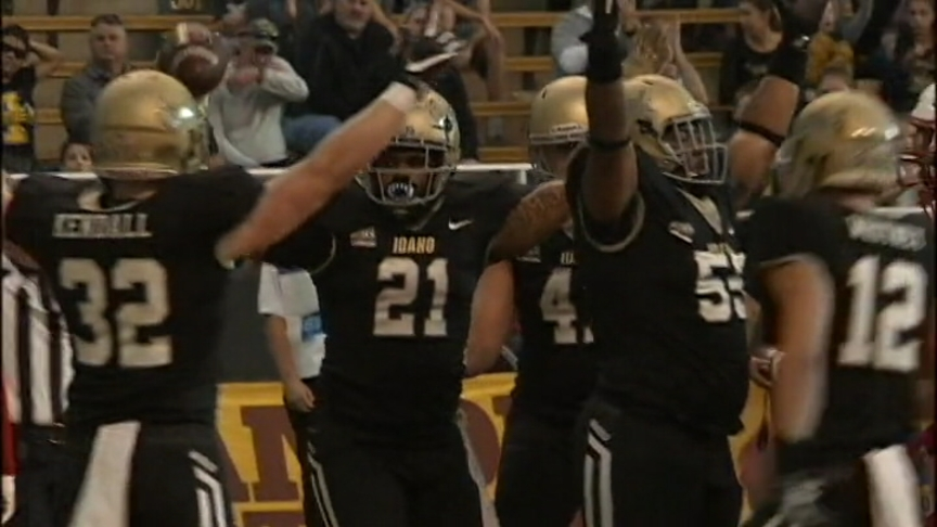 Vandals Roll to Homecoming Victory