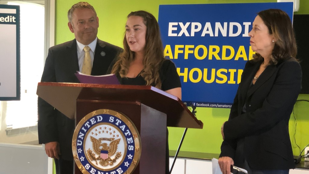 Formerly homeless woman stands by Sen. Cantwell in push for affordable housing