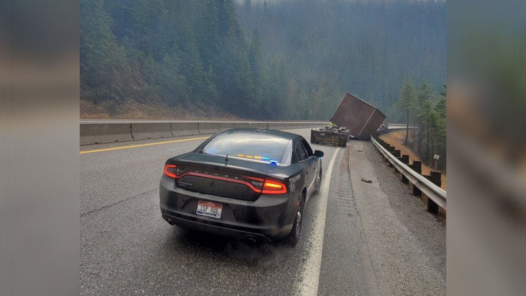 Semi crash blocks westbound lane of I-90 near Lookout Pass