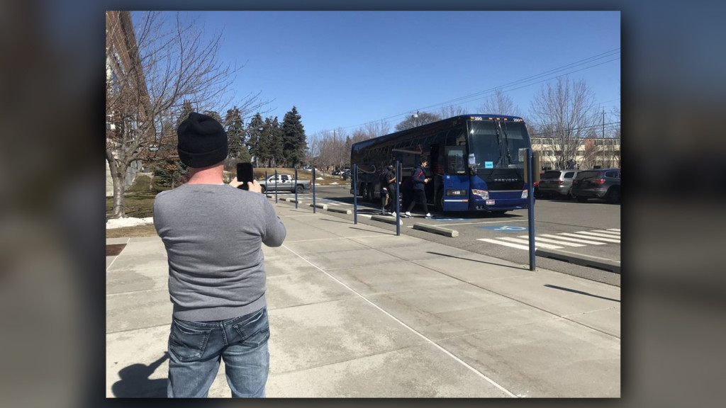 Lone Zags fan shows up to wish men's basketball team good luck in tournament